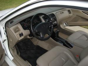 czym czyścić tapicerkę w samochodzie